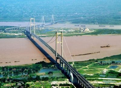 坚持绿色低碳,构建长江生态屏障