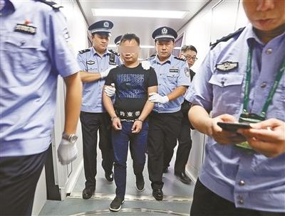 潜逃境外十年 涉案案值逾78亿的全国最大手机走私案逃犯在菲被抓获