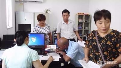 丹阳法院执行局为34名职工集中发放工资80余万元