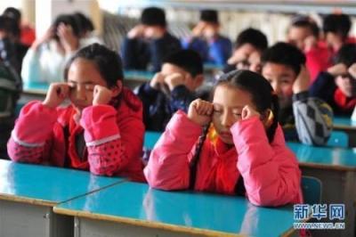 教育部等八部门联合发文:力争到2023年青少年近视率每年降低0.5个百分点以上