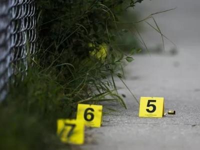 """""""这里是战区,芝加哥疯了!""""60小时33起枪击案12人死亡"""