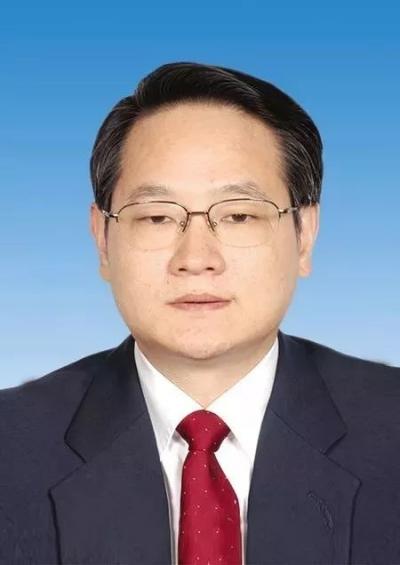在服务中心安抚办事群众批评不作为干部的易炼红任江西省委副书记