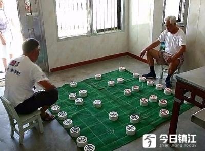 棋盘3平米,一颗棋子重5斤!这么大的象棋你见过么?