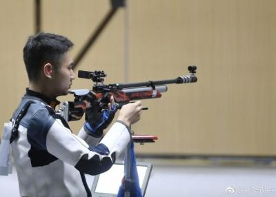 恭喜!男子10米气步枪中国选手杨浩然夺冠
