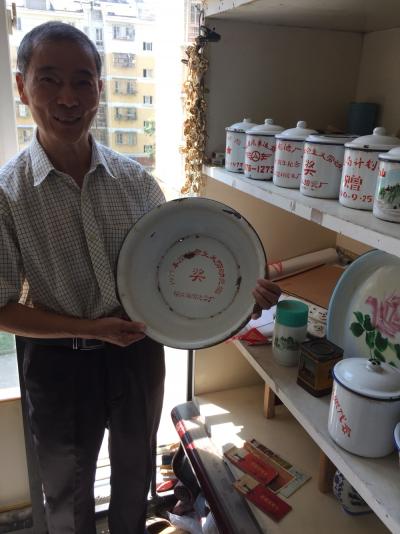 你家还有搪瓷锅、搪瓷脸盆、搪瓷茶盘吗?  日渐淡出视线的各式搪瓷用品(主标)