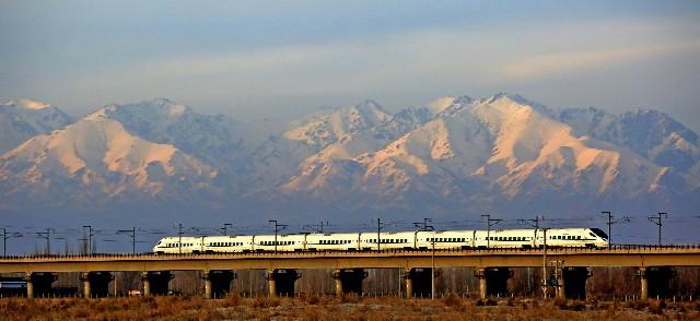 好消息——京张高铁开始全面铺轨啦