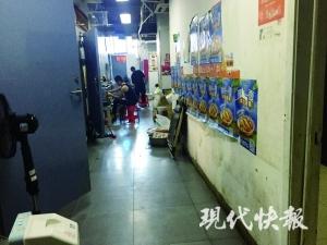 南京这栋外卖楼每天喂饱一万人:厨房挨一起 抓菜全靠手