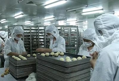 """丹阳""""沪耀""""每天有数十万只月饼奔向全国"""
