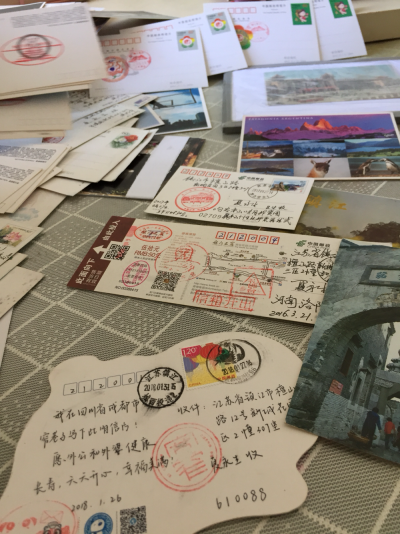 """收藏有400多张明信片的镇江藏友希望,家乡也能出些有特色的""""名片"""""""