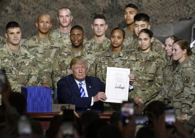 特朗普签7160亿国防授权法案 美军军费现9年来最大增幅