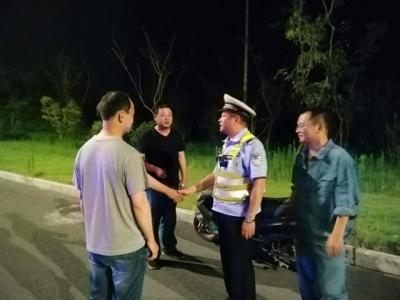 外地男子半夜迷路国道数小时 丹徒交警一路寻踪找到人