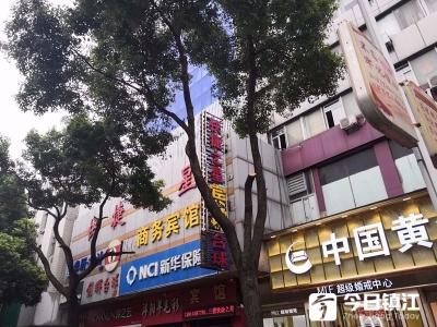 因行道树遮挡了广告牌,丹阳一商家擅自截锯树枝,被罚500元