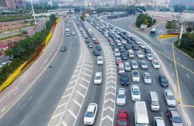 24日下午2点后江苏高速迎返程高峰 交警发布易堵路段提示
