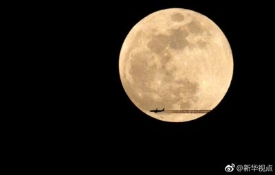 """中秋将至,""""赏月航班""""邀你上天赏月,试一下?"""