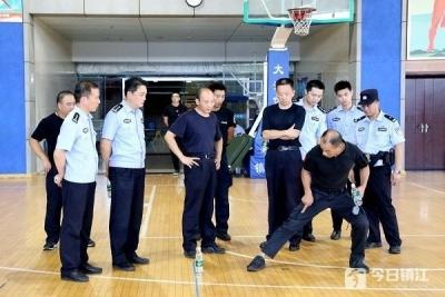 你们认真我们踏实!一周时间跑遍镇江全市,12名优秀公安教官送教上门