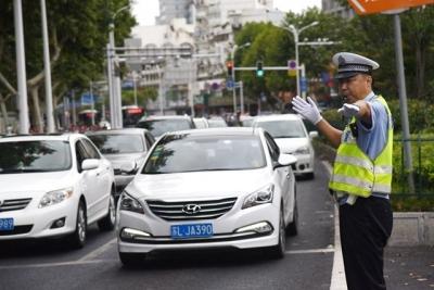 国庆大流量,镇江交警带你直击沪蓉高速实况