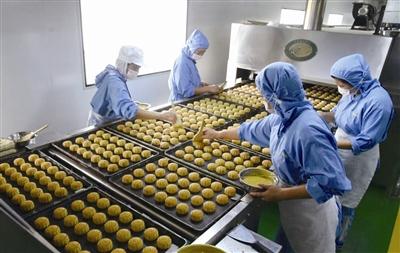 """月饼市场""""C""""位争夺战  镇江月饼市场回归本土 鲜见奢华包装"""