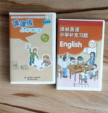 镇江小学英语教材配发磁带,家长发愁:就不能与时俱进?