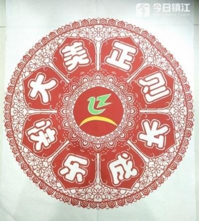漂亮团花将校徽放在正中间 丹阳剪纸达人花式庆祝教师节