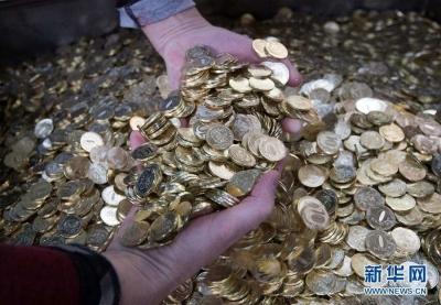 好大胆!俄多家银行ATM机被投放大量5000卢布面值假钞