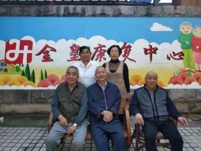 """墙绘扮靓敬老院 镇江70多位老人收到特别的重阳节""""礼物"""""""