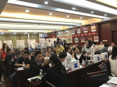 丹阳眼镜城举办卡尔蔡司光学眼视光培训班