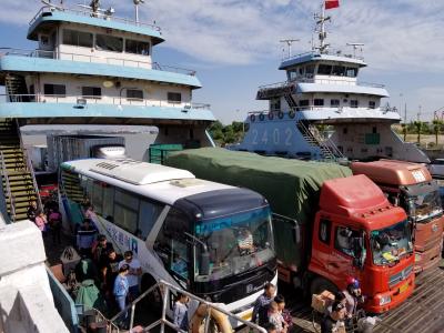 长假镇扬两地市民往来繁忙  镇扬汽渡有近10万人次过江