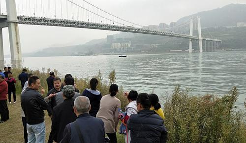 重庆万州坠江公交车按计划今晚将被打捞出水  车辆拴套难度极大