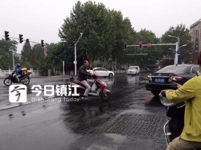 """整治前一天记者调查:镇江街头电动车依然""""任性"""",带人、闯红灯、逆行……"""
