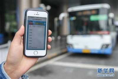 武汉一女子捡手机不愿归还,警察连发41条短信苦劝7天