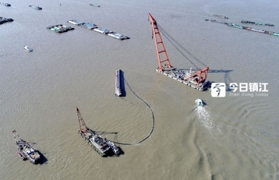 揪心!长江定易洲锚地船舶碰撞事故 失踪者为一家人,最小才2个月大