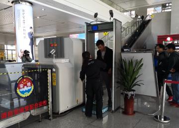 """镇江火车站安检需""""过两关"""",11月1日起注意提前进站"""