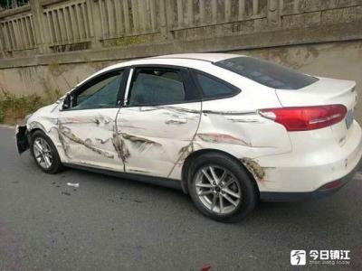"""跟车太近酿事故 货车把轿车刮成了""""大花脸"""""""