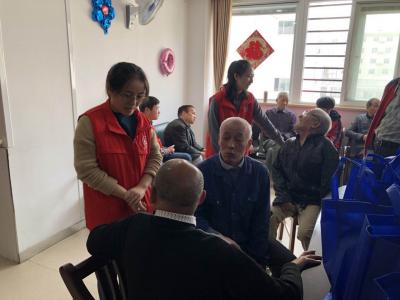 """镇江航道青年志愿者开展关爱""""三无老人""""志愿服务活动"""