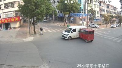 路口疏于观察酿车祸
