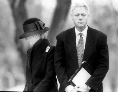 """前总统和前国务卿夫妻联手开展巡回演讲被美媒讽为""""圈钱"""""""