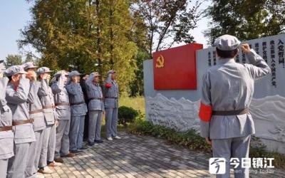 镇江丹阳离退休老干部党支部书记穿上军装追忆青春