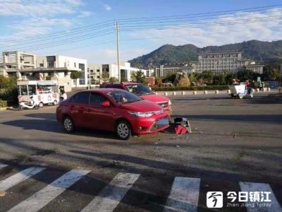 小轿车转弯掉头未仔细观察 撞上直行轿车致两车受损严重