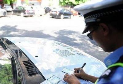 吾悦广场违停车依旧泛滥成灾 ,3小时开出130多张违停罚单
