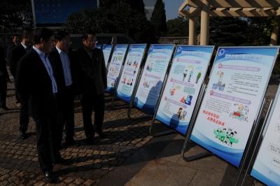 镇江市举办信访法治化建设广场系列宣传活动