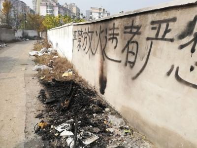 """焦山路旁""""大型垃圾场""""何时清理?市民说:无人问津已很久了"""