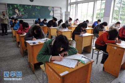 """镇江开展拒绝有偿补课  公开承诺活动做新时代""""四有""""好教师"""