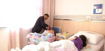 孕妇羊水破裂情况紧急 民警救援母子平安