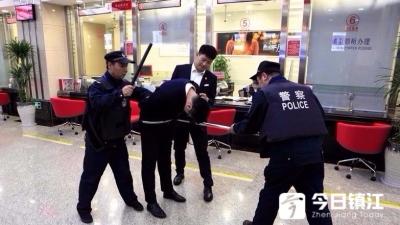 中信银行镇江分行举办安保和消防知识培训及应急预案演练