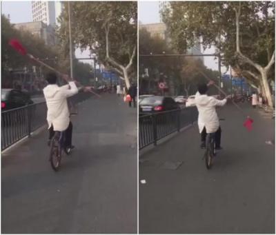 润州警方回应男子骑车舞红缨枪: 有精神疾病