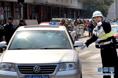 不用再跑交警队和政务大厅了,邮政网点也可处理交通违法