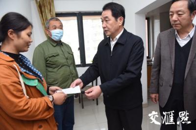 救人的英雄身患白血病 江苏省见义勇为基金会募集52.6万元送至病床前