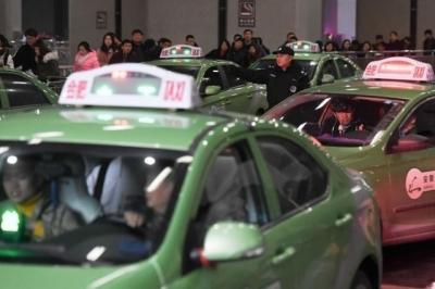 """改变""""份子钱""""模式 广州两家出租车公司推行按笔分账"""