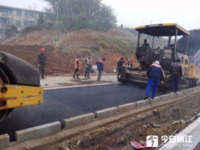 喜讯!太古山路今日完成沥青摊铺 预计下月上旬开放交通