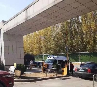 济南一120救护车进小区受阻!保安:我不认识救护车!